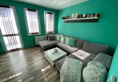 Na predaj príjemný vidiecky 3 +1  izbový byt s balkónom